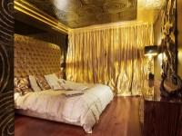 Золотистые шторы в интерьере: спальни, гостиной, кухни. (80 фото)