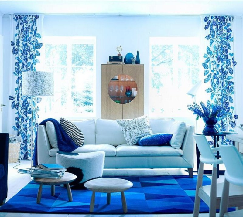 Bright blue color for walls in living room