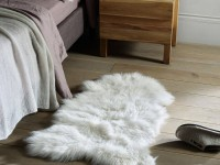 Прикроватный коврик для спальни — 70 фото идей в интерьере