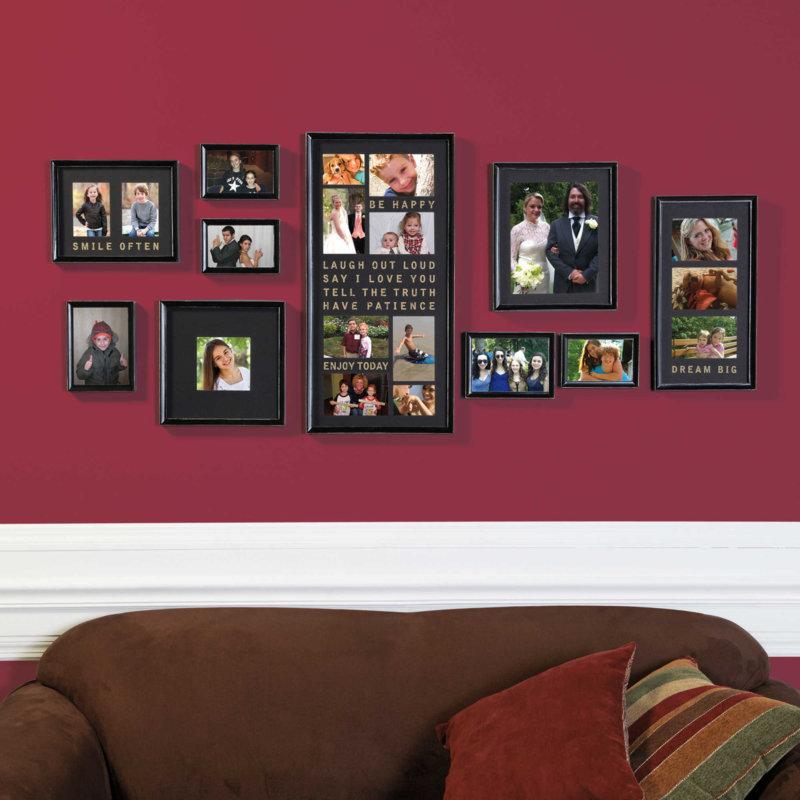 Стена оформлена в бордовых цветах в спальной комнате