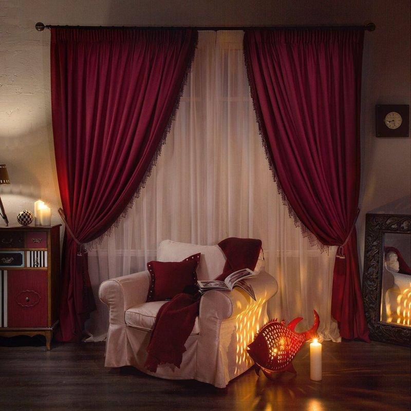 Шторы бордового цвета в спальне